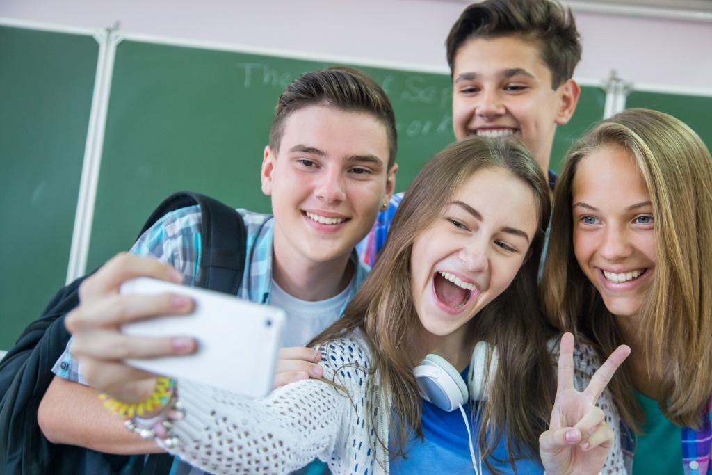 Los Adolescentes Mi Viejo Video Oficial